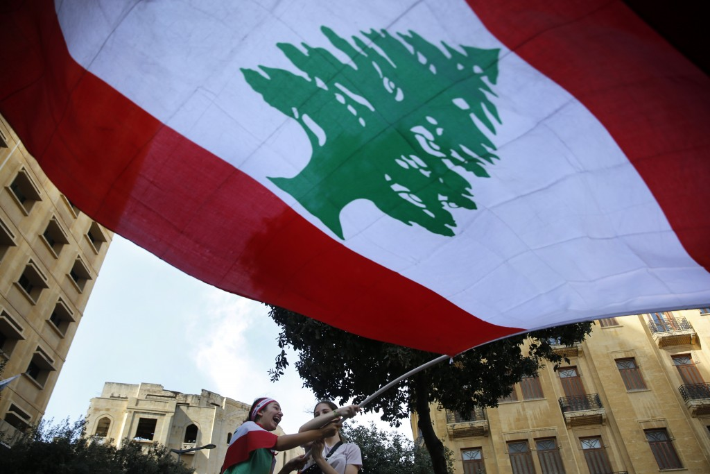 Lebanon protests: Mass revolt continues as PM 'agrees reforms'