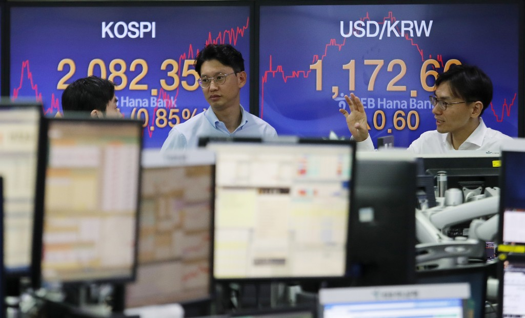 Currency traders work at the foreign exchange dealing room of the KEB Hana Bank headquarters in Seoul, South Korea, Tuesday, Oct. 22, 2019. Shares are...