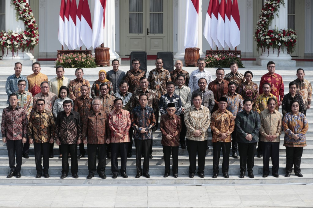 Indonesian President Joko Widodo, front row sixth from left, and his deputy Ma'ruf Amin, seventh from left, pose for photographers during the announce...