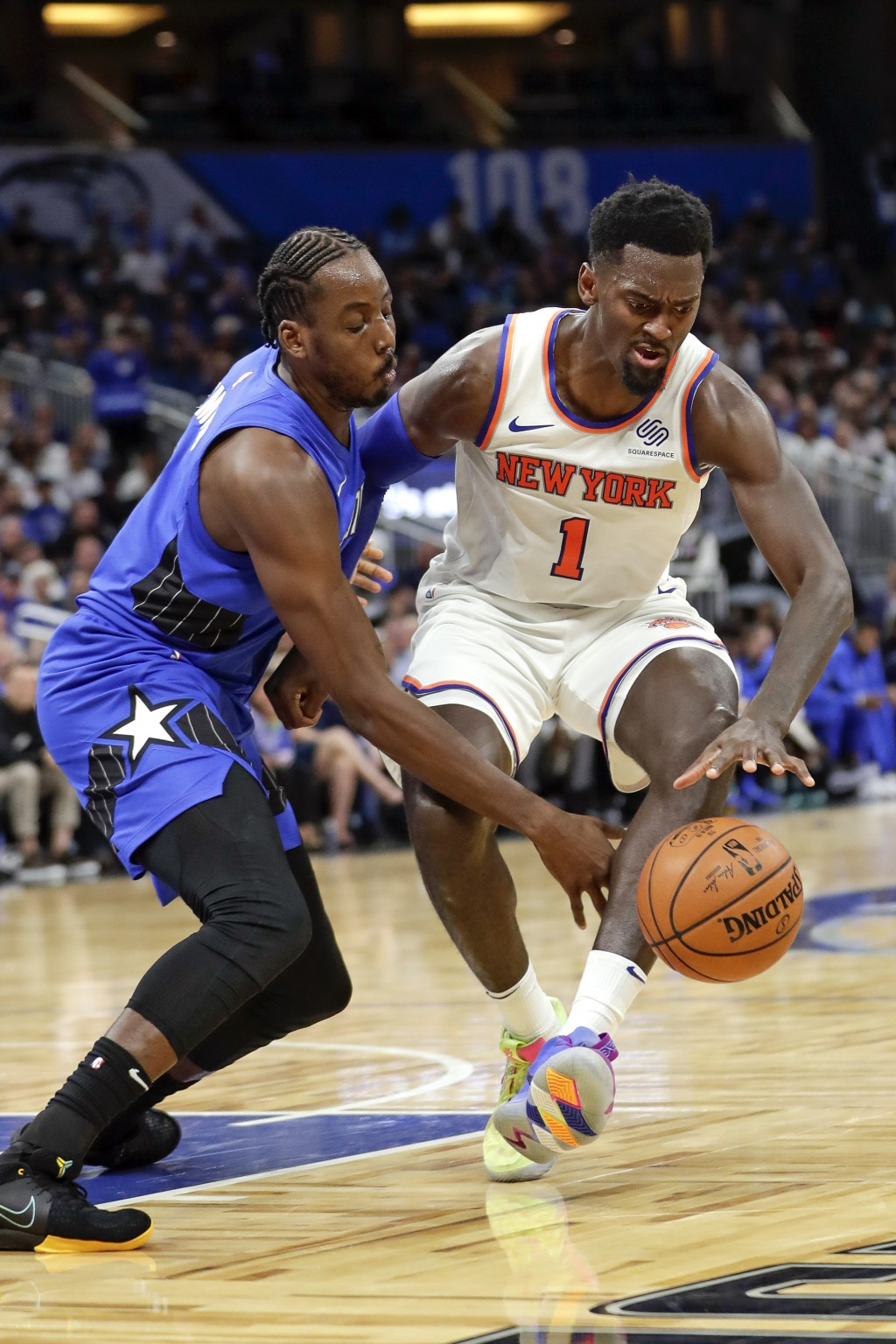New York Knicks' Bobby Portis (1) loses his grip on the ball as he is guarded by Orlando Magic's Al-Farouq Aminu, left, during the first half of an NB...