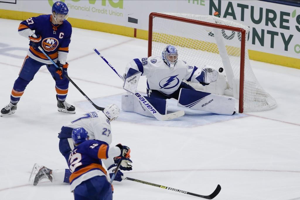 Islanders play the Lightning on 7-game win streak