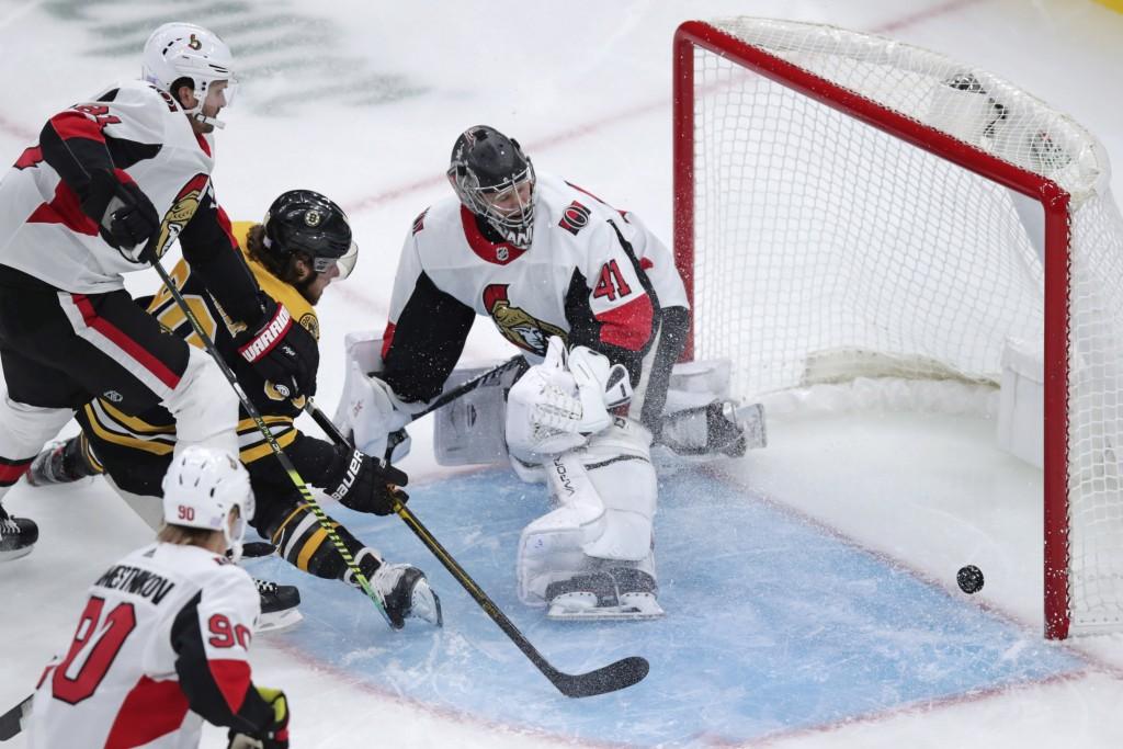 Boston Bruins right wing David Pastrnak (88) beats Ottawa Senators goaltender Craig Anderson (41) for a goal during the first period of an NHL hockey ...
