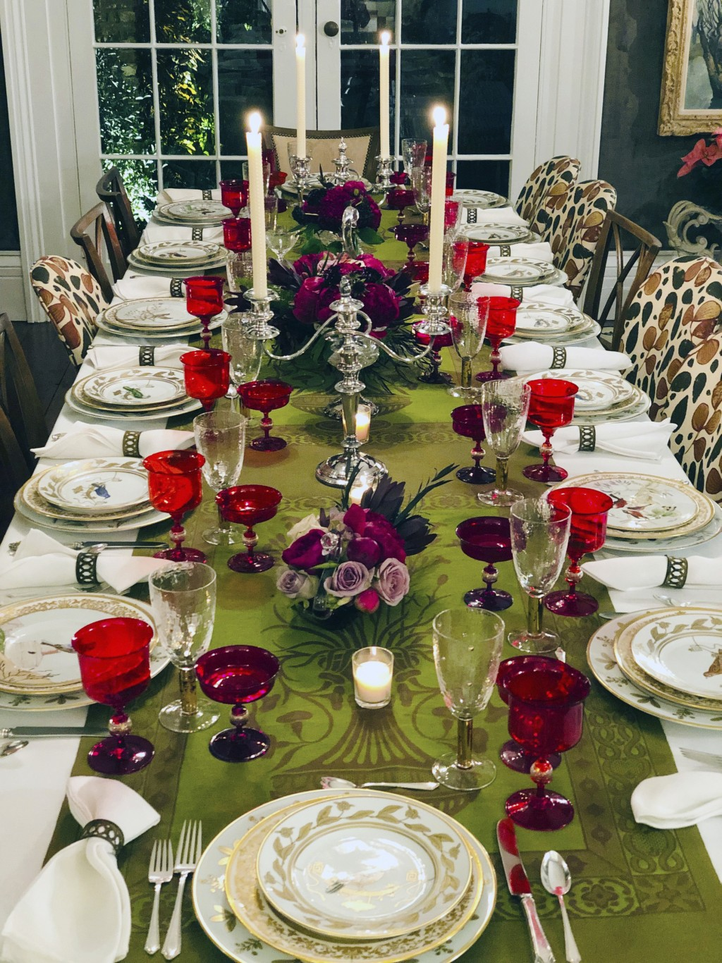 This photo provided by interior designer Elizabeth Stuart shows a table setting design by Stuart in a residence in Charleston, S.C. When setting a bea...