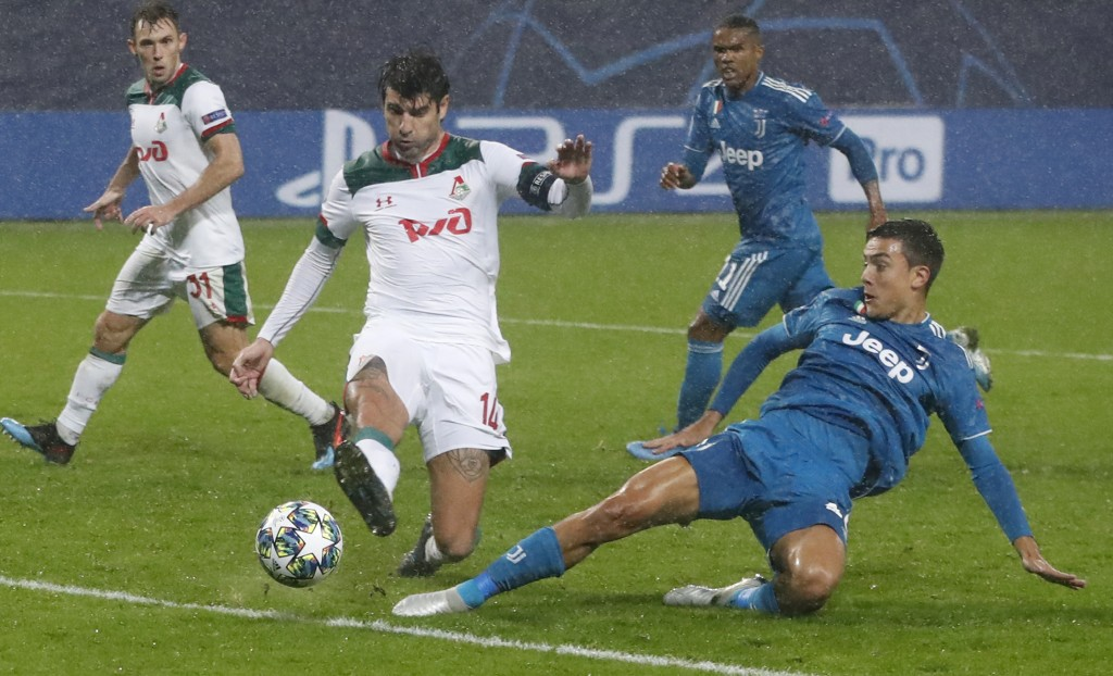 Lokomotiv's Vedran Corluka, left, fights for the ball with Juventus' Paulo Dybala during the Champions League Group D soccer match between Lokomotiv M...