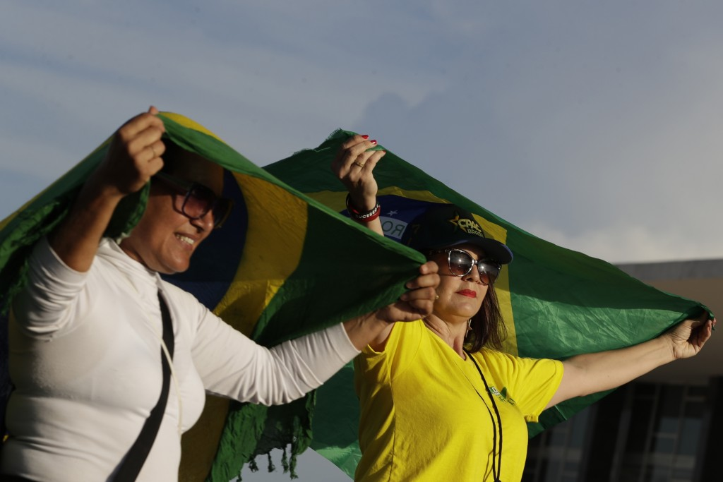 Freed Brazilian ex-President cheered at union headquarters