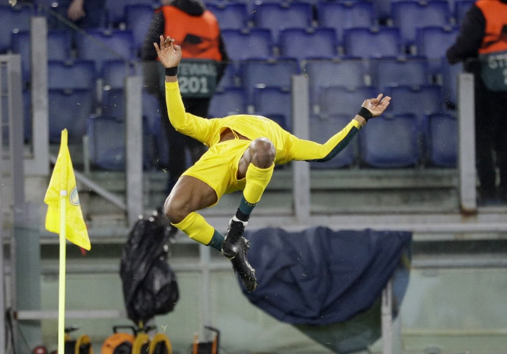 Celtic's Olivier Ntcham does a backward flip after scoring his side's winning goal during an Europa League group E soccer match between Lazio and Celt...