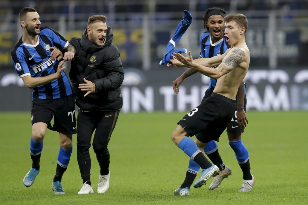 Inter Milan's Nicolo Barella, right, celebrates after scoring his side's second goal during the Serie A soccer match between Inter Milan and Hellas Ve...