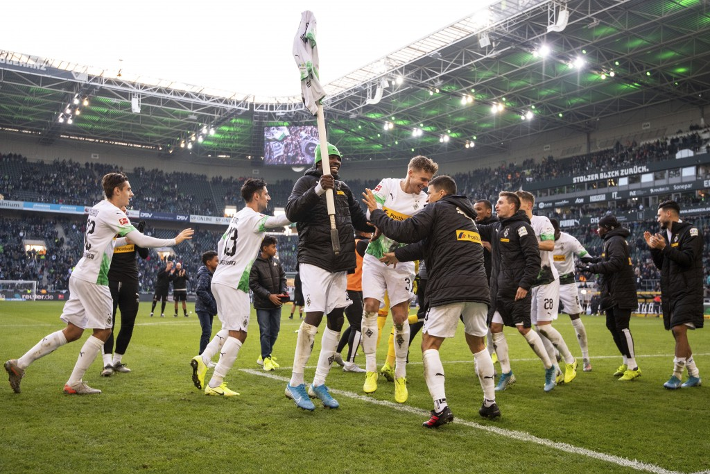 Moenchengladbach's team celebrates after winning the German Bundesliga soccer match between Borussia Moenchengladbach and Werder Bremen in Moenchengla...