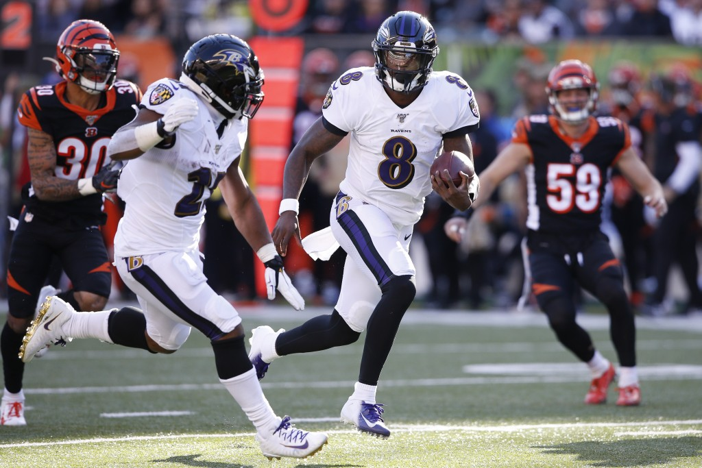 Baltimore Ravens quarterback Lamar Jackson (8) runs the ball for a touchdown during the second half of NFL football game against the Cincinnati Bengal...