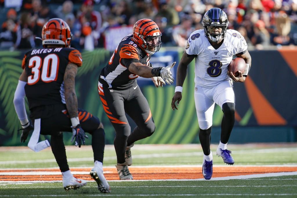 Baltimore Ravens quarterback Lamar Jackson (8) runs the ball for a touchdown against Cincinnati Bengals defensive end Carlos Dunlap (96) during the se...