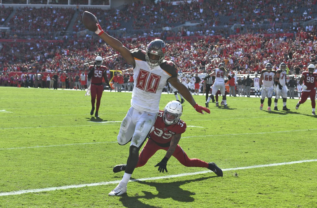 Tampa Bay Buccaneers tight end O.J. Howard (80) scores past Arizona Cardinals cornerback Byron Murphy (33) on a 10-yard touchdown reception during the...