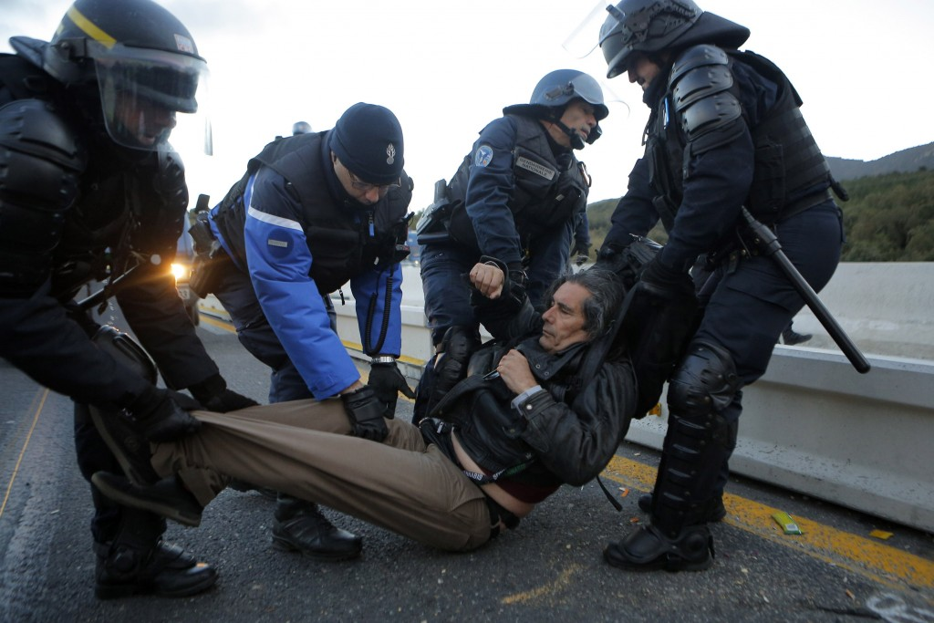 French police clear protesters at Spanish bor... - Taiwan News