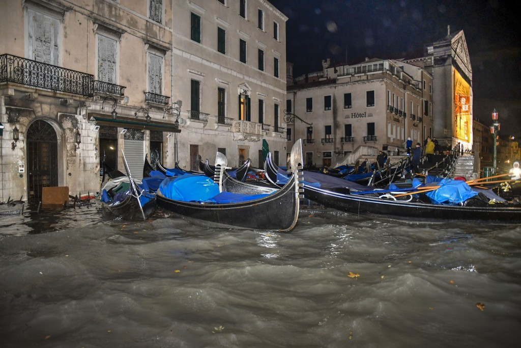 Venice floods: Italy to declare state of emergency amid high tides
