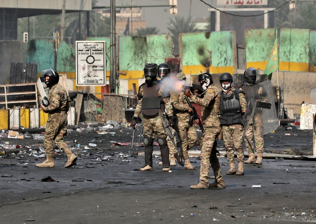 Iraqi protesters control Khilani square, rushing towards Green Zone
