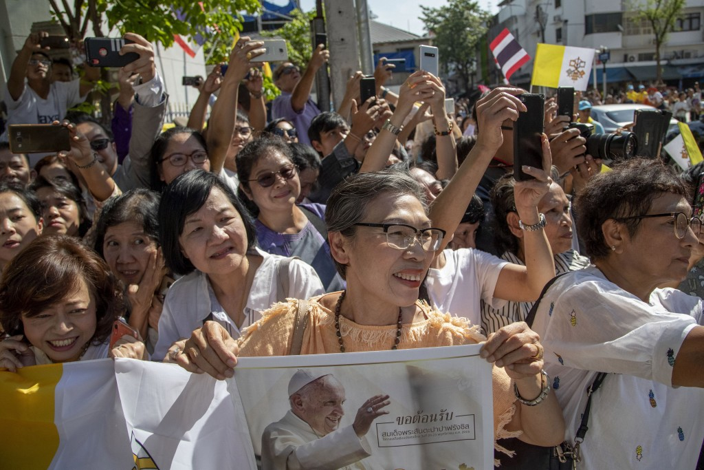Devotees gather to see the arrival of Pope Francis outside Wat Ratchabophit Buddhist temple in Bangkok, Thailand, Thursday, Nov. 21, 2019. (AP Photo/G...