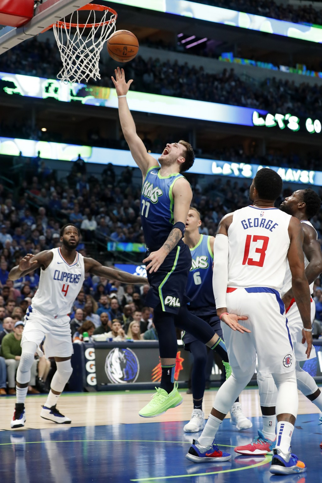Clippers Ease Past Mavs 114 99 In Matchup Of Taiwan News