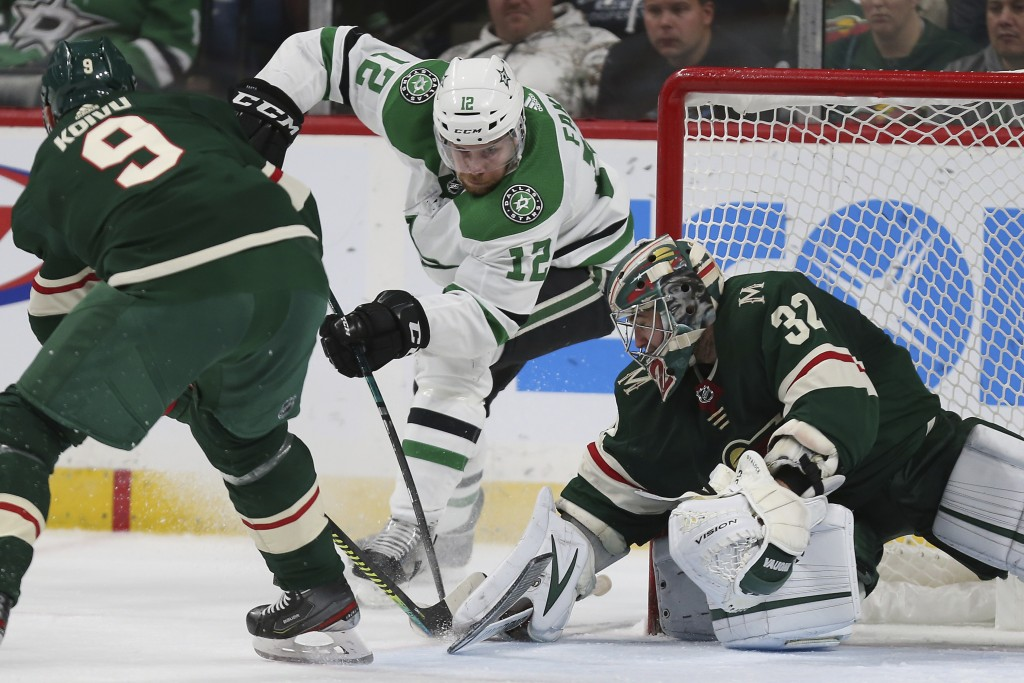 Parise scores highlight-reel, midair goal late in win against Stars