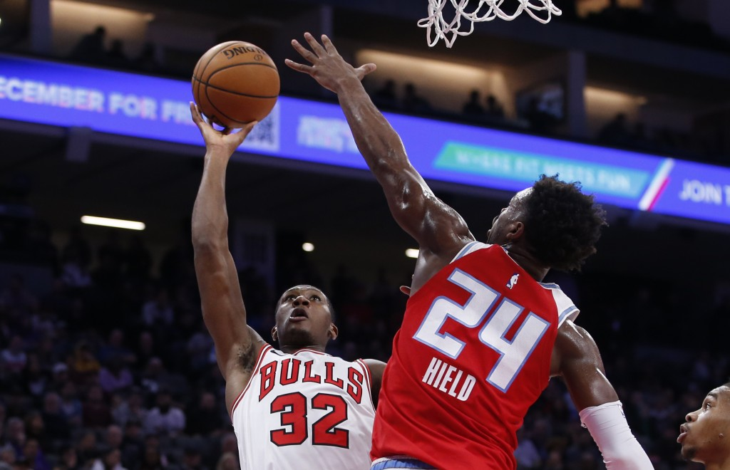 Chicago Bulls guard Kris Dunn, left, goes to the basket against Sacramento Kings guard Buddy Hield during the first quarter of an NBA basketball game ...