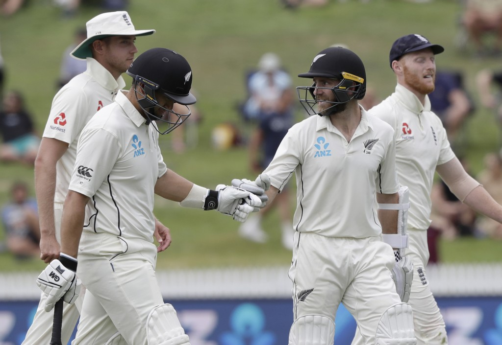 New Zealand's Ross Taylor, left, and teammate Kane Williamson leave the field last the launch break during play on the final day of the second cricket...
