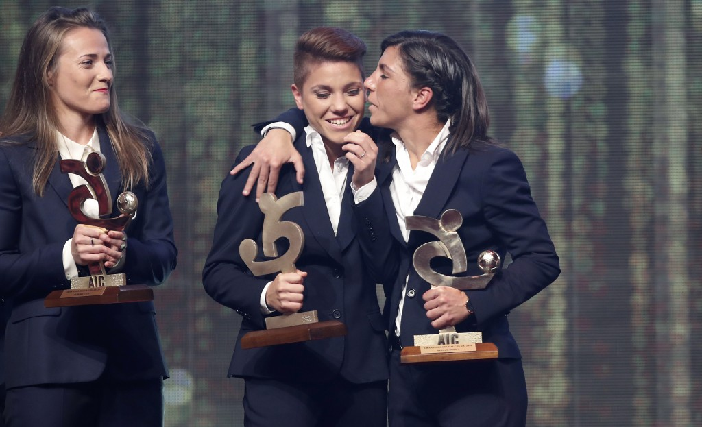 Manuela Giugliano, center, reacts after winning the trophy for best Italian Serie A women player, during the Gran Gala' soccer awards ceremony, in Mil...