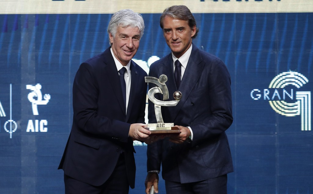 Atalanta coach Gianpiero Gasperini, left, poses with Italy coach Roberto Mancini after winning the trophy for best Italian Serie A coach, during the G...