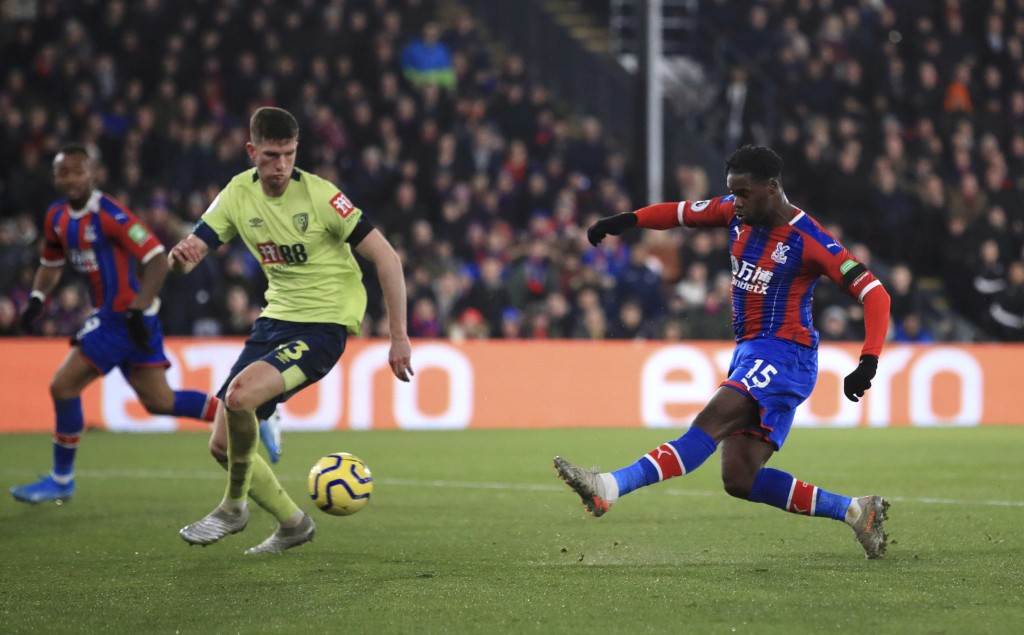 Crystal Palace's Jeffrey Schlupp scores his side's first goal of the game against Bournemouth, during their English Premier League soccer match at Sel...