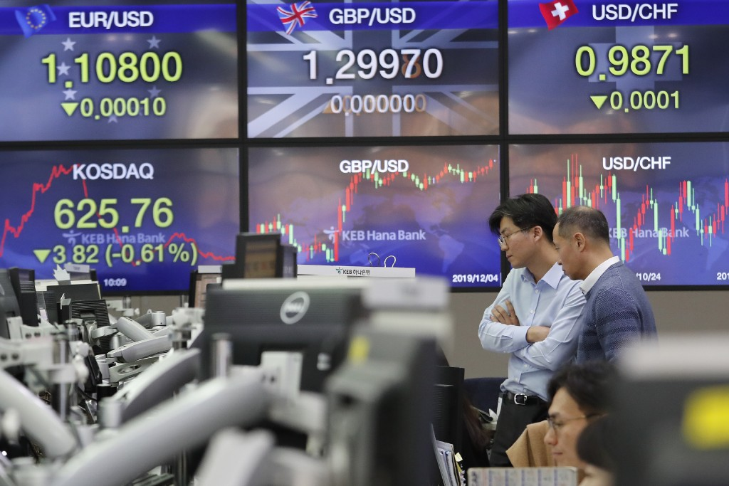 Currency traders watch monitors at the foreign exchange dealing room of the KEB Hana Bank headquarters in Seoul, South Korea, Wednesday, Dec. 4, 2019....