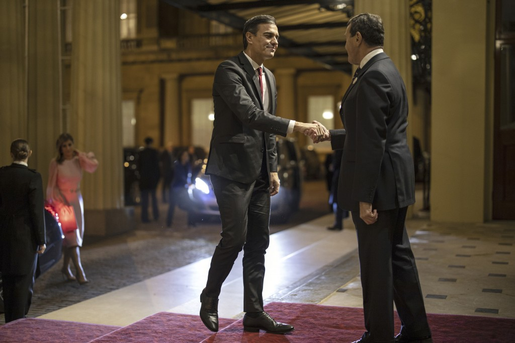 Prime Minister of Spain Pedro Sánchez is greeted by Deputy Master of The Household Lt Col Anthony Charles Richards as he arrives ahead of the formal r...