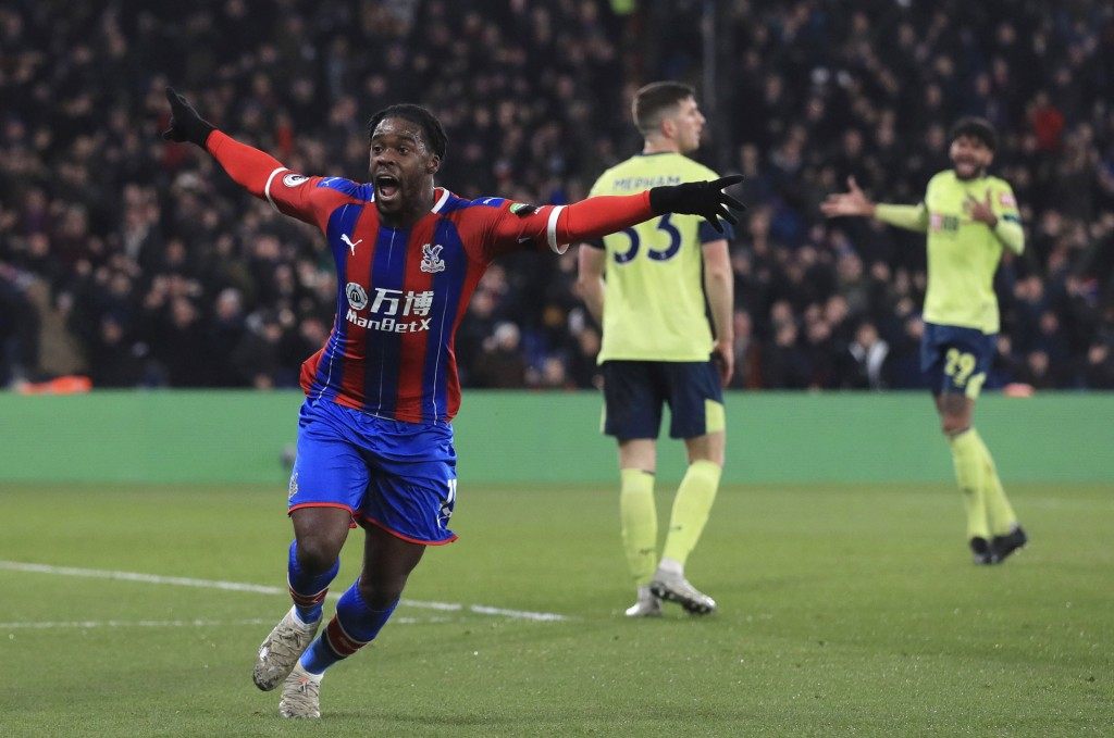 Crystal Palace's Jeffrey Schlupp celebrates scoring his side's first goal of the game against Bournemouth, during their English Premier League soccer ...