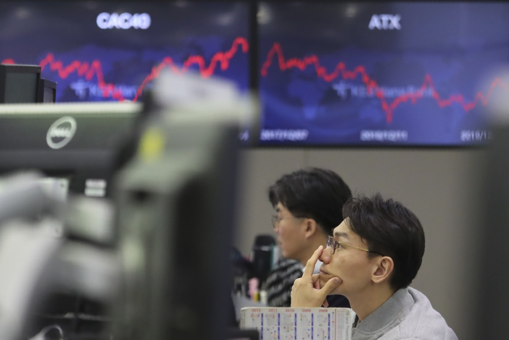 A currency trader watches monitors at the foreign exchange dealing room of the KEB Hana Bank headquarters in Seoul, South Korea, Monday, Dec. 9, 2019....