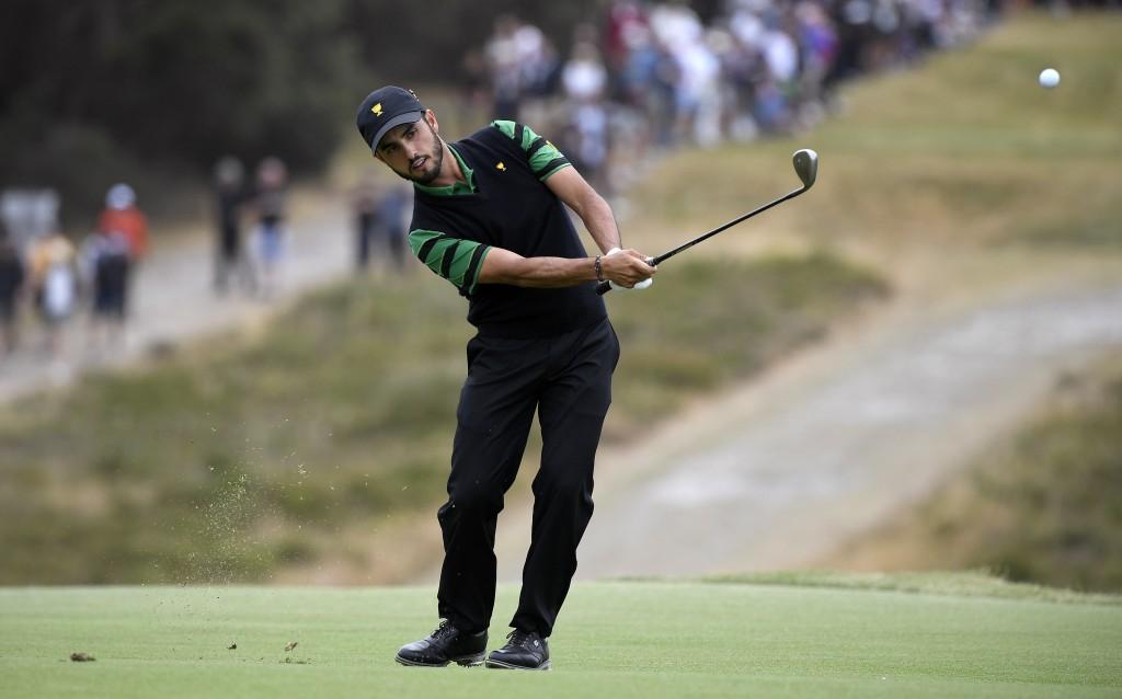 Scott and Cink lurk at Australian PGA Championship