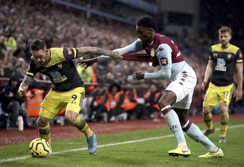 Southampton's Danny Ings, left and Aston Villa's Kortney Hause battle for the ball, during their English Premier League soccer match at Villa Park, in...