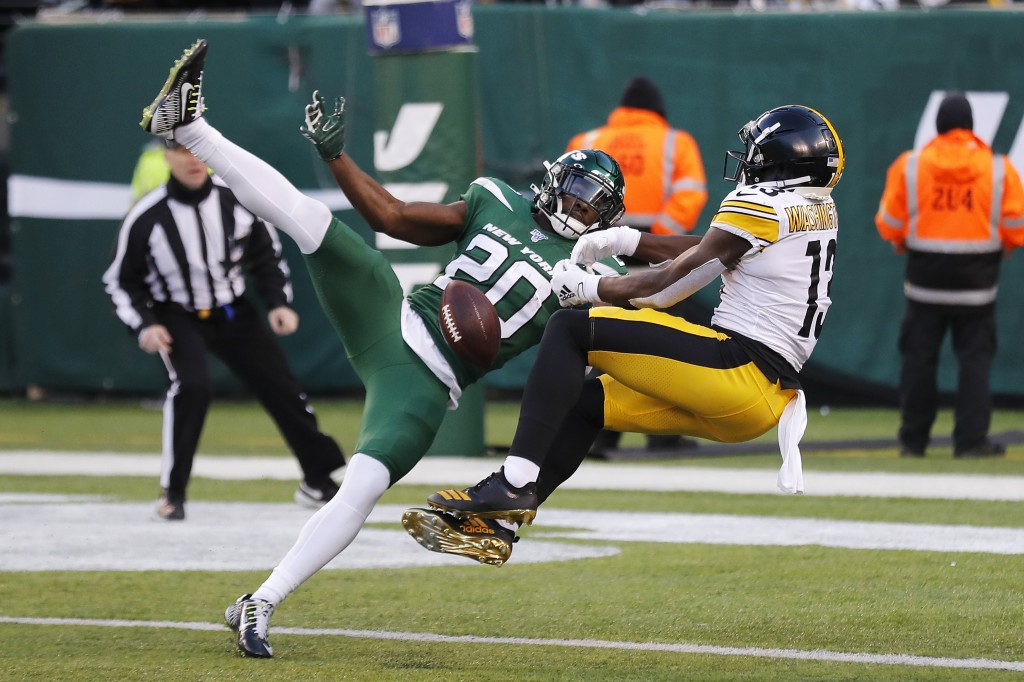 New York Jets free safety Marcus Maye (20) breaks up a pass intended for Pittsburgh Steelers wide receiver James Washington (13) in the second half of...