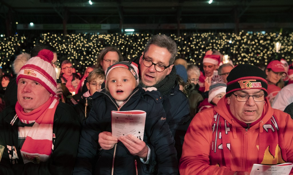 Many thousands of people take part in the Christmas carol singing event at the Alte Forsterei stadium of the German first division team of 1.FC Union ...