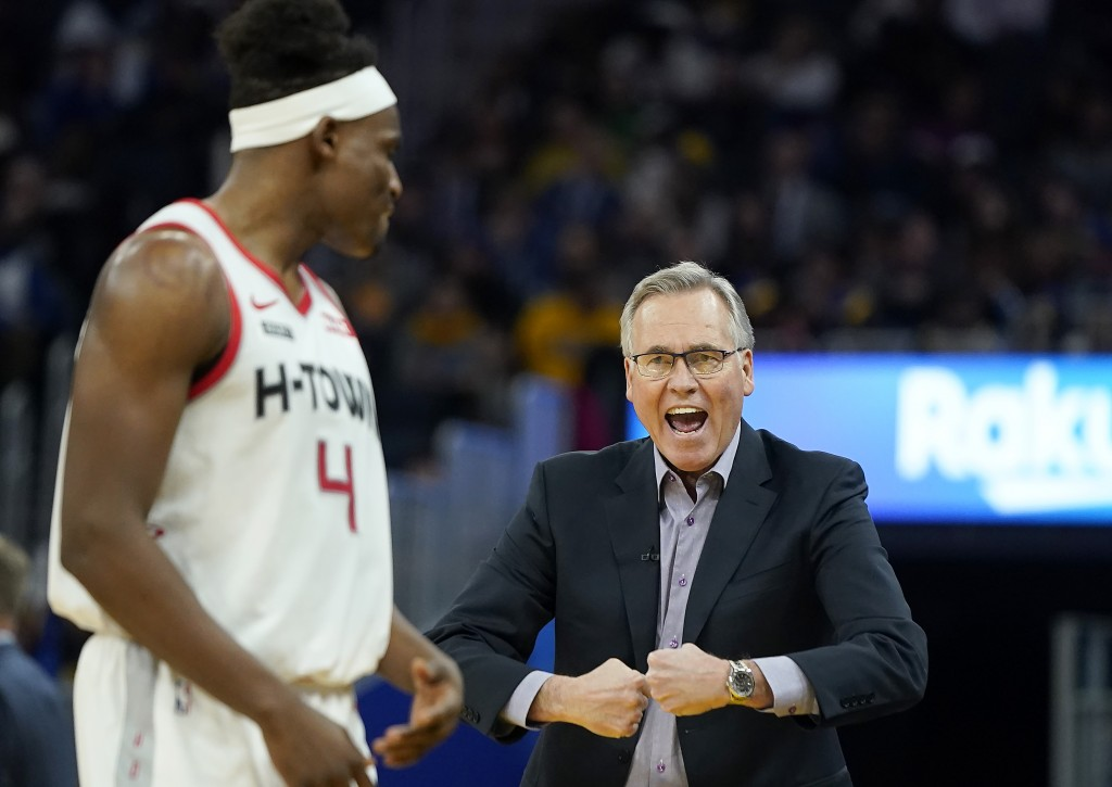 Houston Rockets coach Mike D'Antoni, right, talks with forward Danuel House Jr. during the first half of the team's NBA basketball game against the Go...