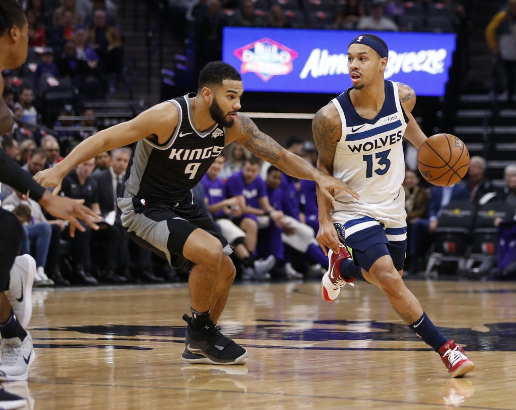 Sacramento Kings guard Cory Joseph, left, guards against Minnesota Timberwolves guard Shabazz Napier during the first quarter of an NBA basketball gam...