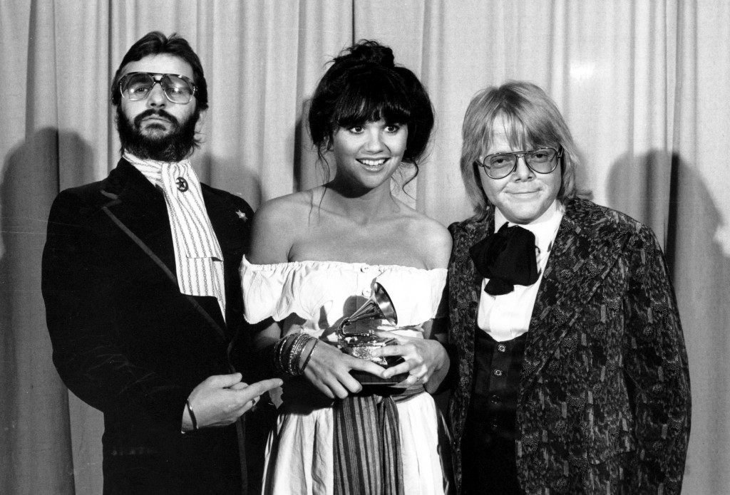 FILE - This Feb. 20, 1977 file photo shows singer Linda Ronstadt is flanked by Ringo Starr, left, and Paul Williams after she was named best pop singe...
