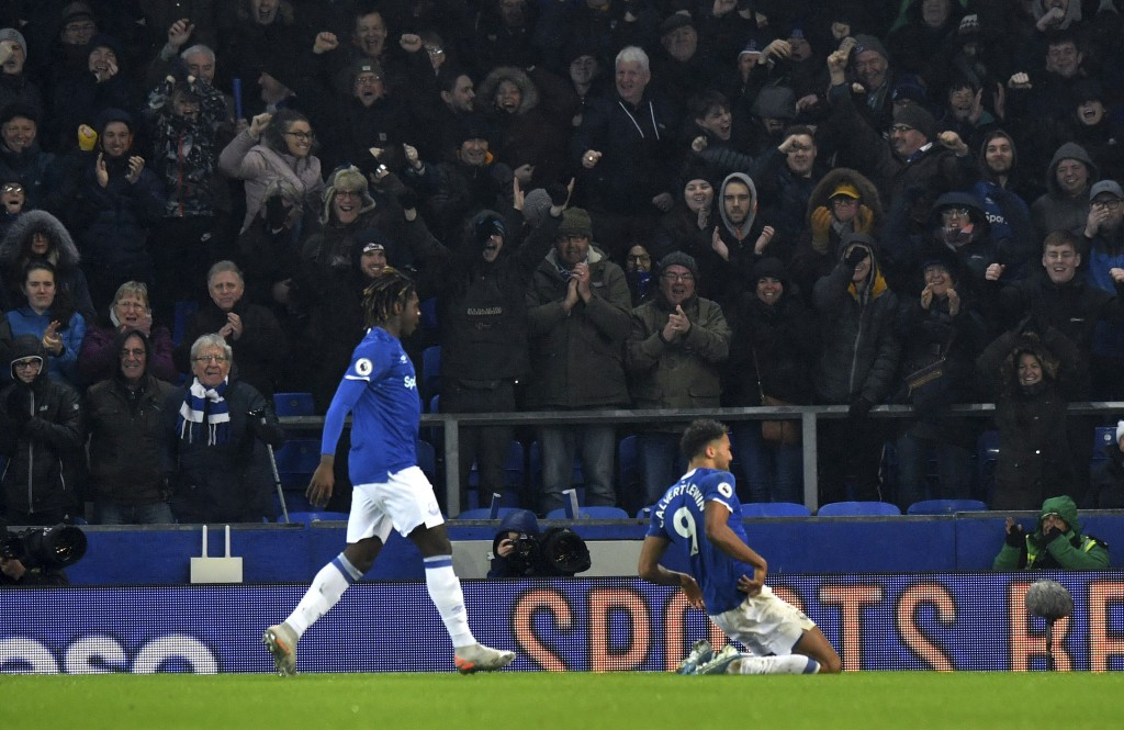 Everton's Dominic Calvert-Lewin, right, celebrates scoring his side's first goal of the game during their English Premier League soccer match against ...