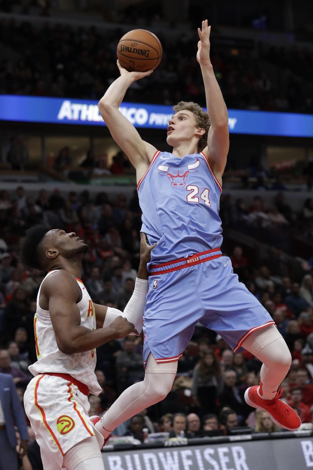 Chicago Bulls forward Lauri Markkanen, right, shoots against Atlanta Hawks forward/center Bruno Fernando during the second half of an NBA basketball g...