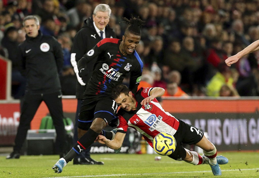 Crystal Palace's Wilfried Zaha, left, and Southampton's Cedric Soares battle for the ball during the English Premier League soccer match at St Mary's ...