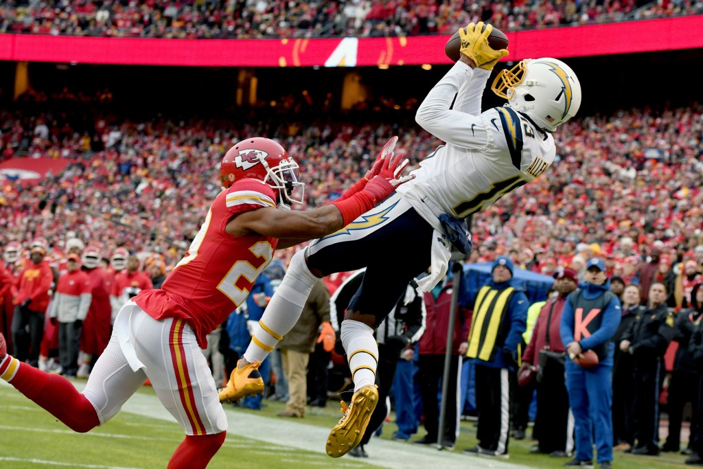 Los Angeles Chargers wide receiver Keenan Allen (13) makes a touchdown catch against Kansas City Chiefs cornerback Kendall Fuller (29) during the firs...