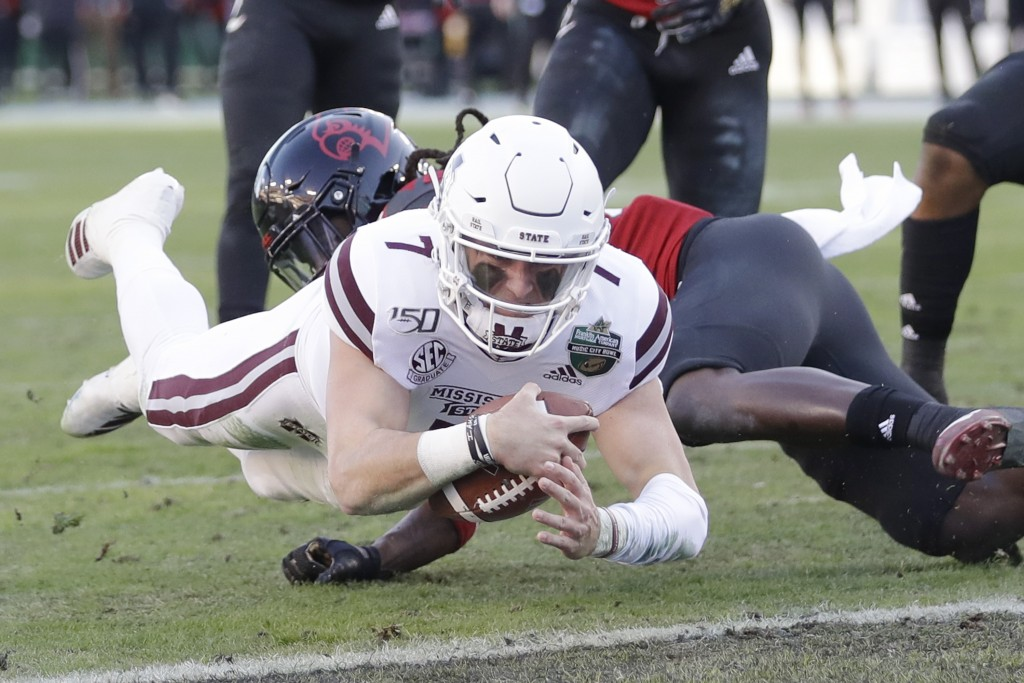 Mississippi State quarterback Tommy Stevens (7) dives into the end zone past Louisville defensive back Khane Pass for a touchdown in the first half of...