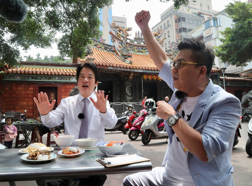 Ex-Premier William Lai (left) with TV host William Shen.