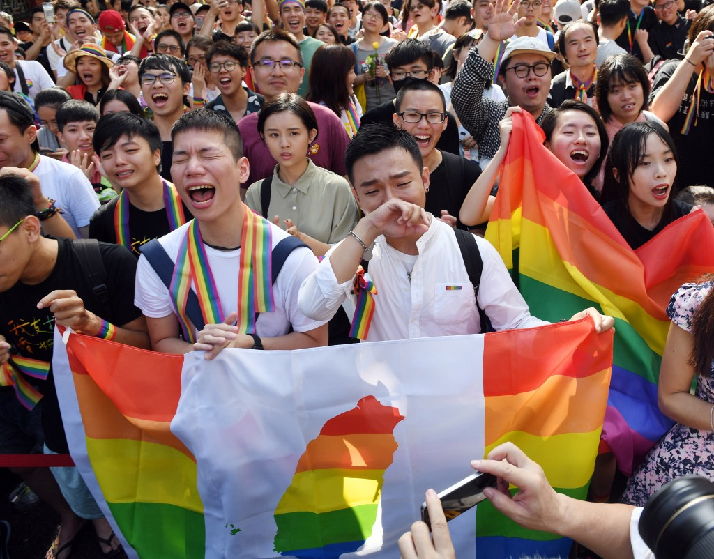 Supporters of gay marriage burst into cheers as Taiwan's legislature legalizes same-sex marriage on May 17, 2019. (CNA photo)