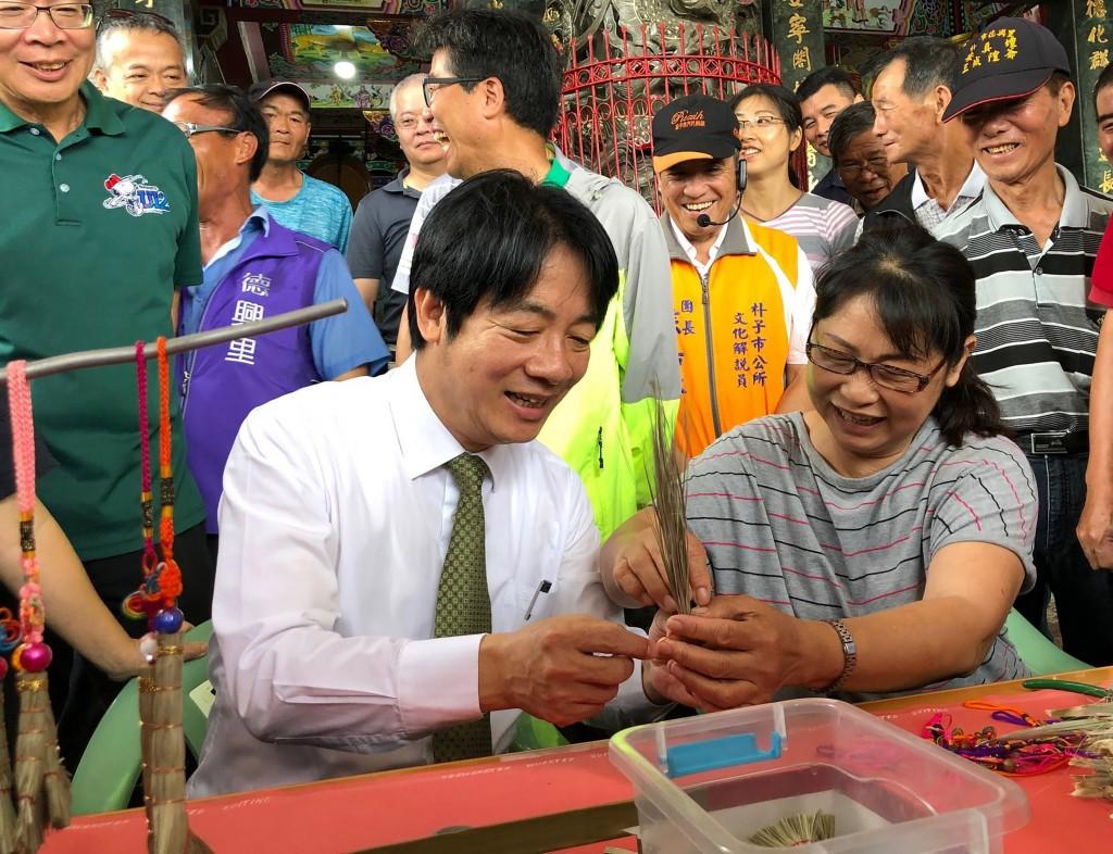 Ex-Premier William Lai visited Chiayi County Saturday.