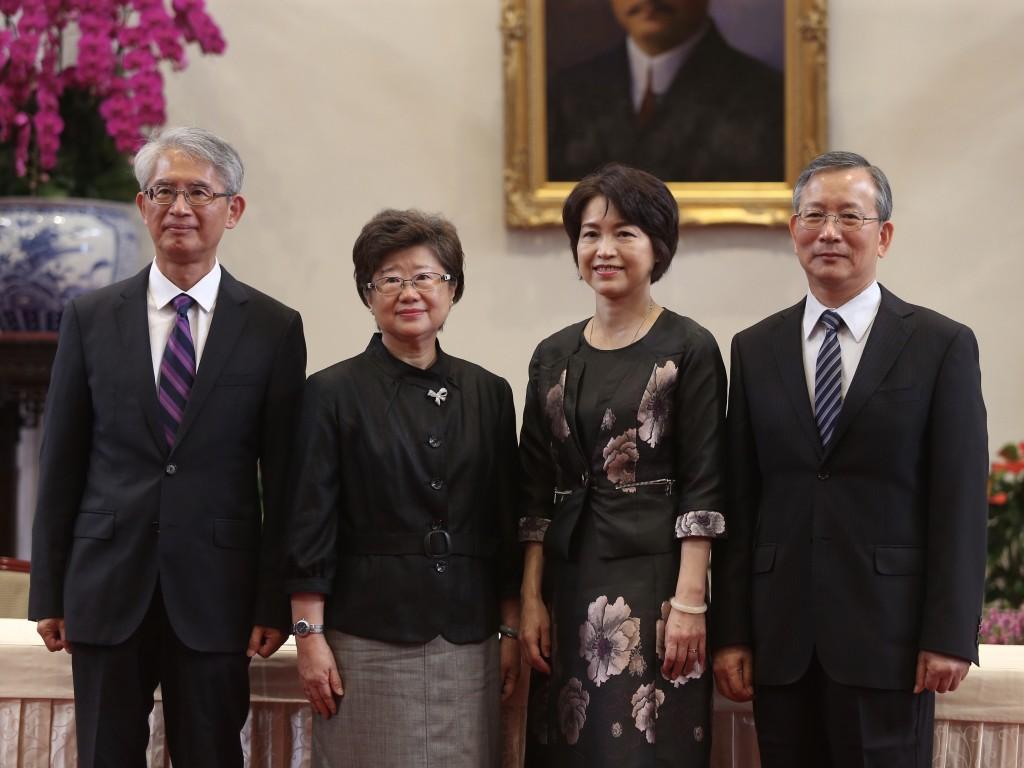 108年司法院大法官被提名人。司法院秘書長呂太郎(右)、考...