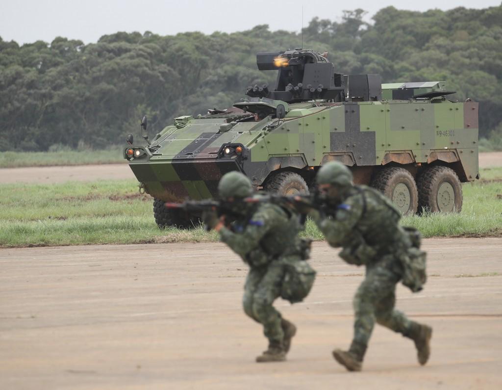 「漢光35號」演習實兵驗證29日進入第3天,國軍在湖 口營區實施「反機降對抗操演」,驗證陸軍裝甲542旅 戰車戰鬥隊指管機制及反制敵機