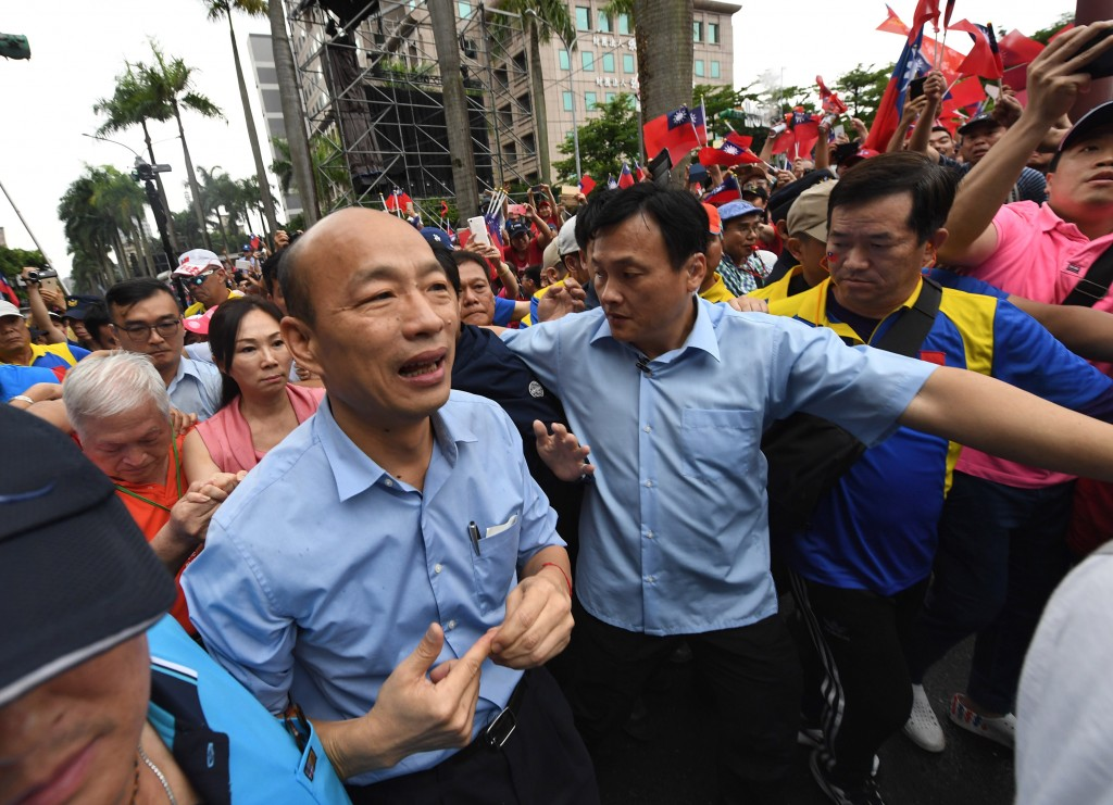 Kaohsiung Mayor Han Kuo-yu (left) arriving at his Taipei rally