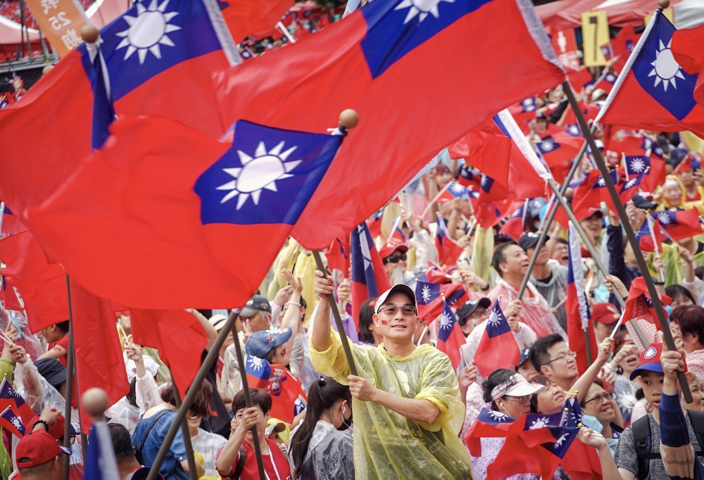 挺韓團體1日下午在總統府前凱道為高雄市長韓國瑜舉 辦造勢大會(照片來源:中央社提供)