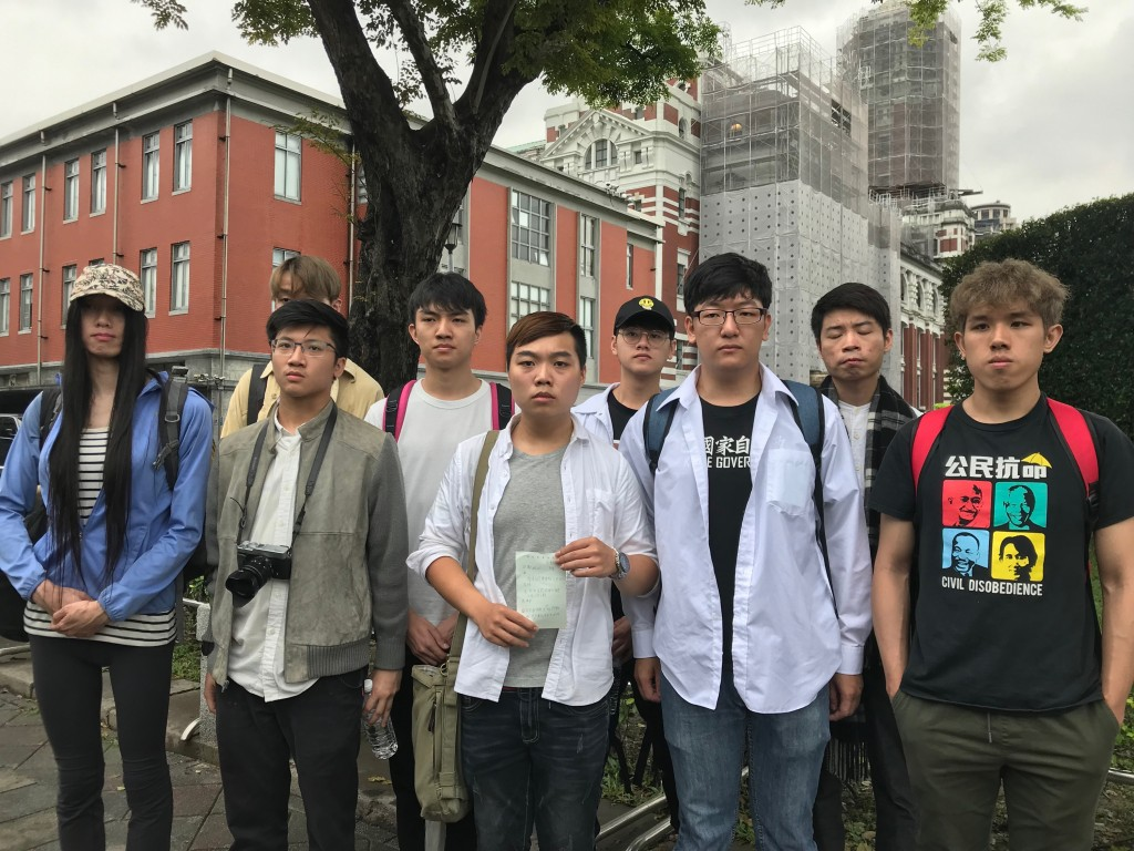 Hong Kong students file a petition on June 13 to President Tsai Ing-wen regarding the controversial extradition bill proposed by the Hong Kong governm...